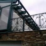 Kültéri liliomos kovácsoltvas teraszkorlát zöld antikolóval